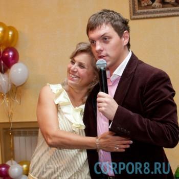 Роман Клячкин — добрый и позитивный ведущий на трогательную и веселую европейскую свадьбу